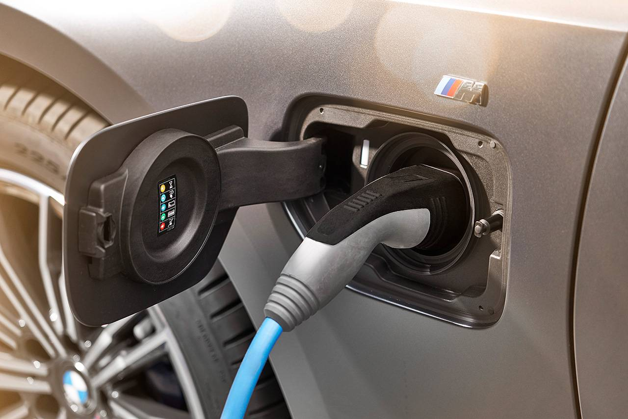 Two hearts are better: Plug-in hybrids are sustainable and flexible. - Image 1